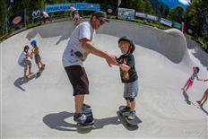 Kids workshop at the Ästhetiker Bowl and Rock JÄM 2016, at Mayrhofen/Zillertal, Austria. Photo by monEpic/Ästhetiker