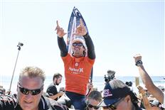 Jordy Smith of South Africa is chaired up the beach after winning the final against Joel Parkinson of Australia at the Hurley Pro Trestles on September 14, 2016, at San Clemente, California, USA PHOTO © WSL/Kirstin